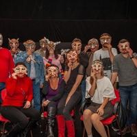 Maszkos játékot mutatnak be Sopronban az emberi gyarlóságról