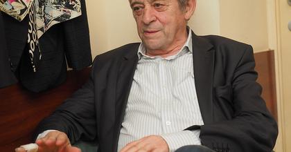 Jordán Tamás József Attila soraival üzen az őt támadó fideszes képviselőknek