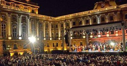 Budavári Palotakoncertek az Oroszlános udvarban