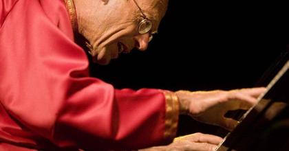 Budapesten koncertezik David Helfgott