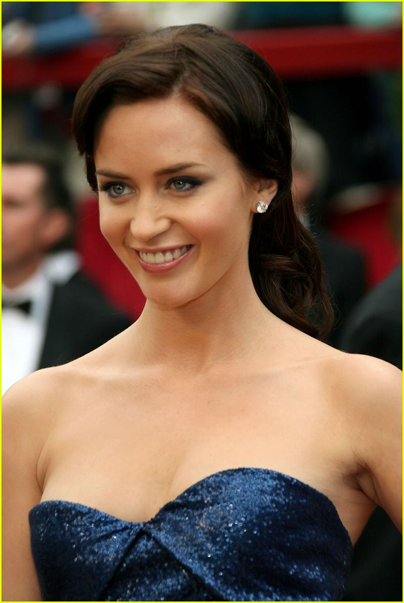 Formal-Pictures-Of-Emily-Blunt.jpg