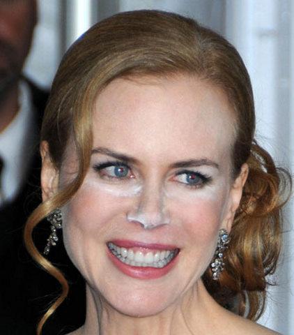 Nicole-Kidman-White-Powder-Make-Up-Malfunction-Photos.jpg