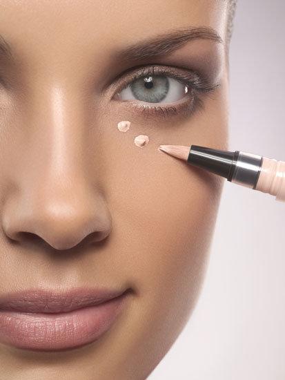 applying-make-up-concealer.jpg