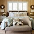 Napi okoskodó: ágy végénél kanapé