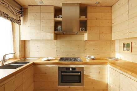 Wooden-Apartment-italy10.jpg