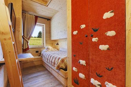 Wooden-Apartment-italy7.jpg