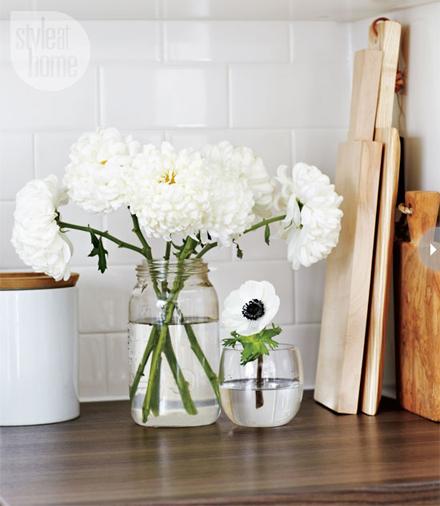 interiors-pale-playful-accessori.jpg