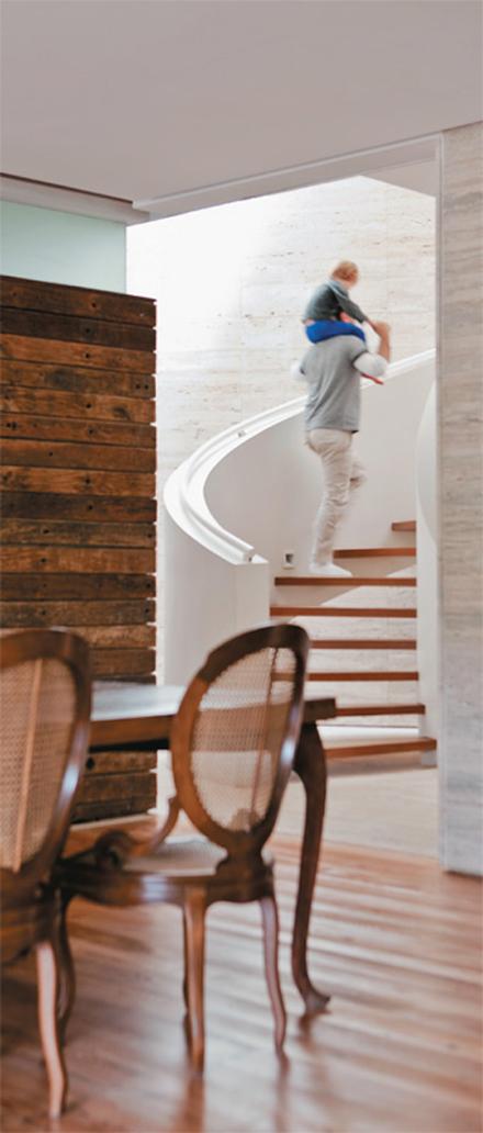 02-escada-marcelo-rosenbaum-casa-pai.jpeg