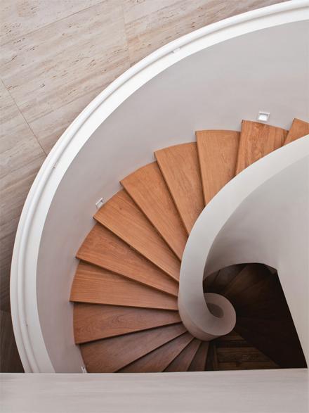 06-escada-caracol-marcelo-rosenbaum-casa-pai.jpeg