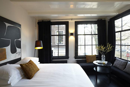 700_r-house-bedroom-black-windows.jpg