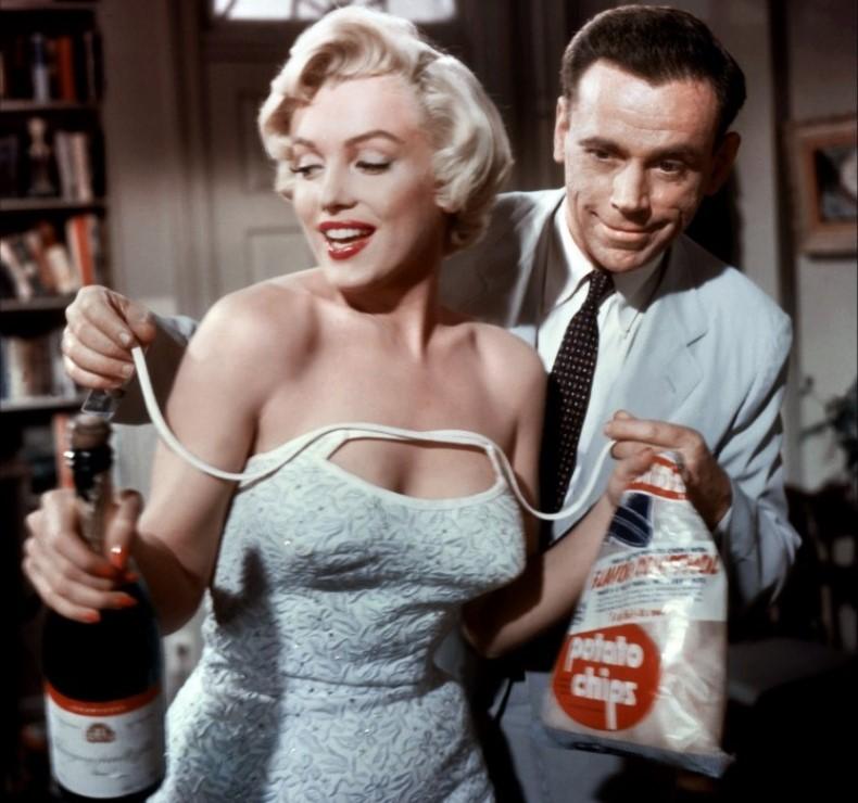 marilyn-monroe-champagne1.jpg