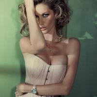 Gisele Bundchen az októberi Vogue Brazil lapjain
