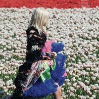 Pózolás tulipánok között