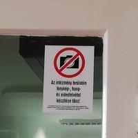 Központi utasításra, jogszerűtlenül tiltják a fényképezést a kórházak