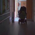 Az állam tízezer fogyatékos embernek ígért jobb életet, de eddig csak háromszázan szabadultak a tömegintézetekből