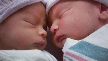 El tudod képzelni, milyen érzés, ha öt törékeny kisbabára kell vigyáznod?