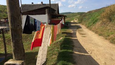 Beleszólhat az önkormányzat a lakók mosdójának tisztaságába?
