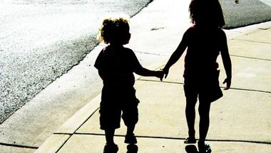 Az autista gyereket nevelő szülők és az oktatásügy