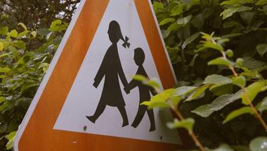 Támogatjuk a szülőket, hogy megvédhessék a semleges iskolát