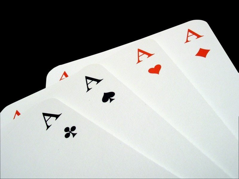aces-poker-gambling-playing-cards-play-trumpf.jpg