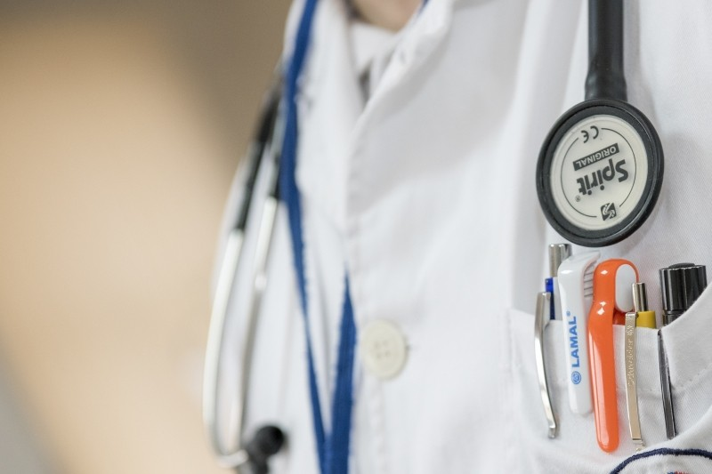 close-up-of-doctor-with-stethoscope-and-ballpens_1.jpg