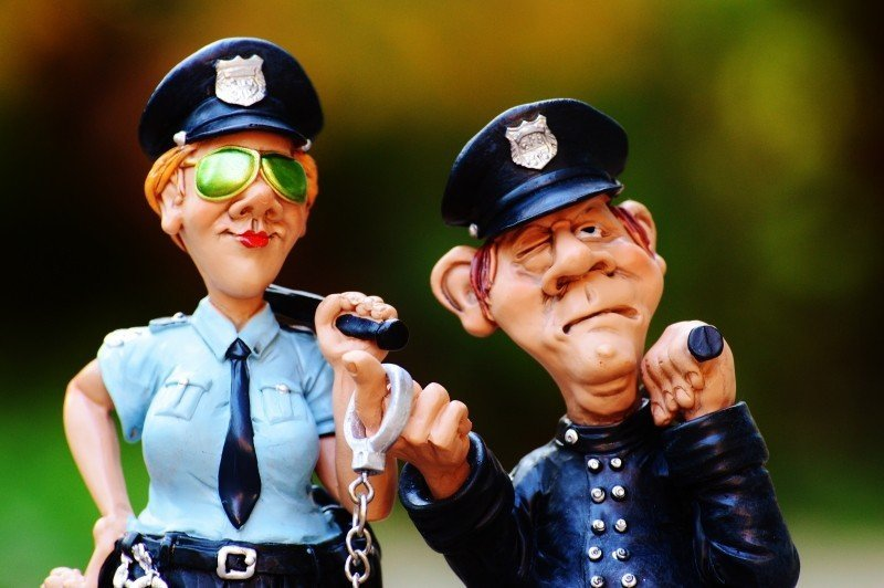 cop-policewoman-colleagues-funny-fig-police-4.jpg