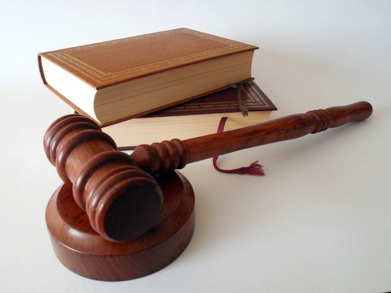 hammer-books-law-court-lawyer-paragraphs-rule-1_2.jpg