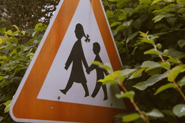 road-sign-with-children-in-trees.jpg