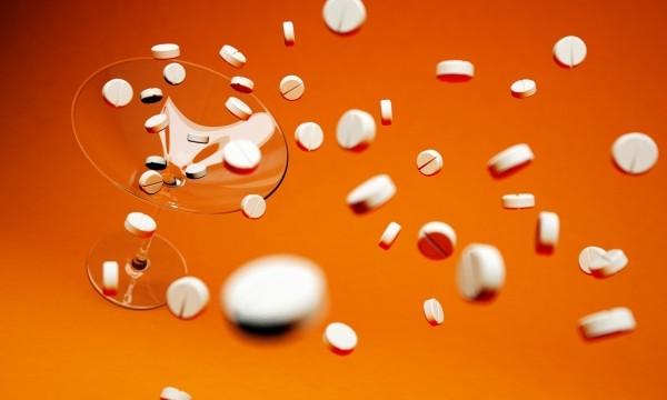 tablets-cocktail-cocktail-tablets-drugs-3d-orange.jpg