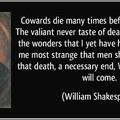 De legalább a halálfélelem ellen a hit mégiscsak jó, nem?