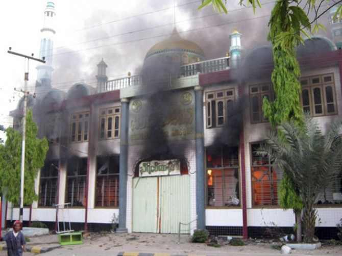 muslims-vanish-as-buddhist-attacks-escalate-in-myanmar-1364663753-3158.jpg