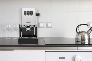 Szeretnéd tudni, hogy mi a tökéletes, kávéházi minőségű otthoni kávé titka, low-budget eszközparkkal? I. rész