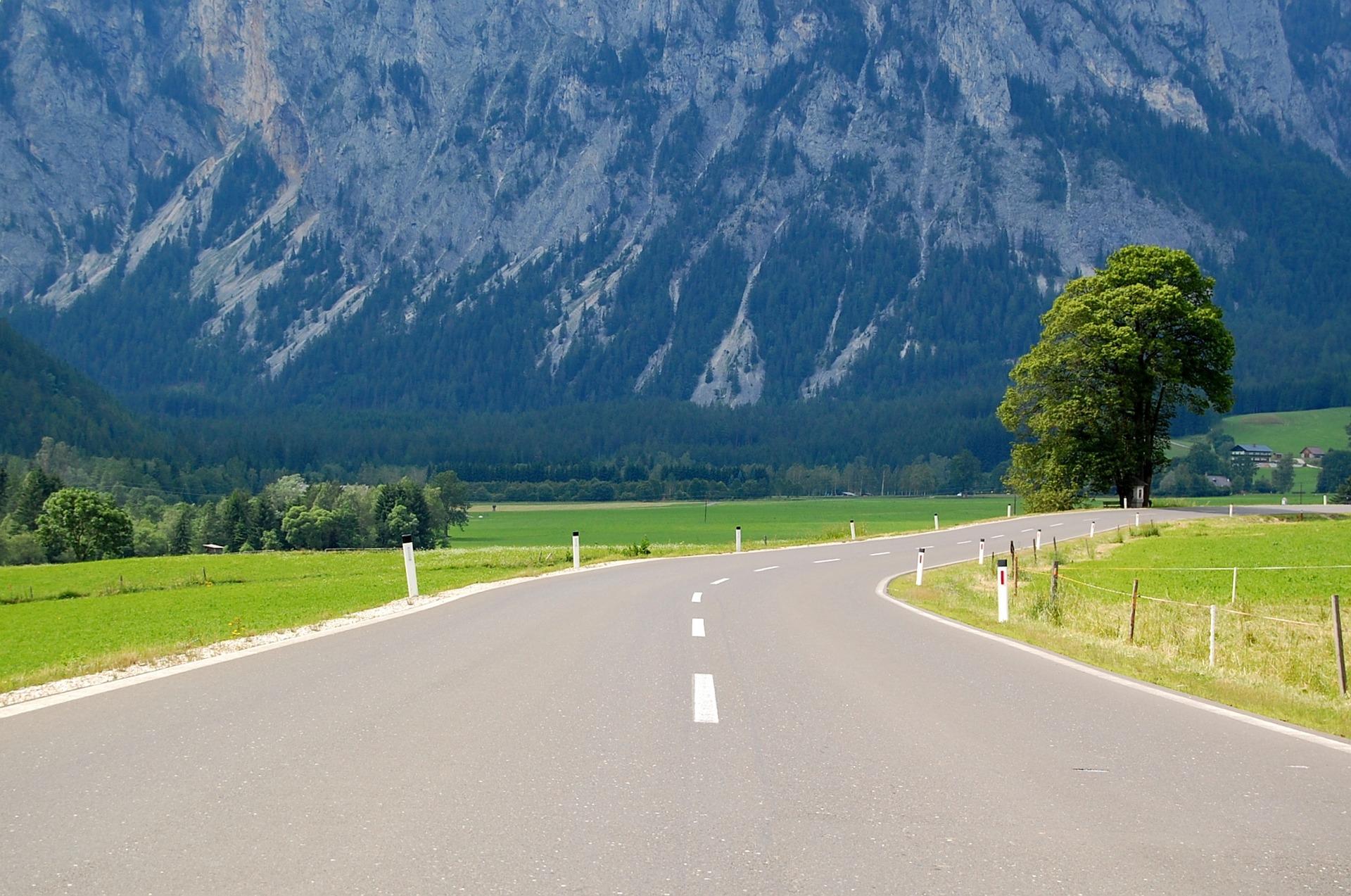 road-3410564_1920.jpg
