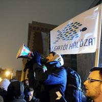A rádió székházában Orbán igazáról győzködték a diáktüntetőt