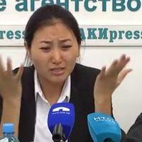Női mivoltukban megalázott újságírók
