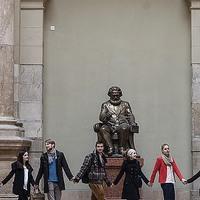 Trükkösen szabadulna meg a Marx-szobortól a Corvinus?