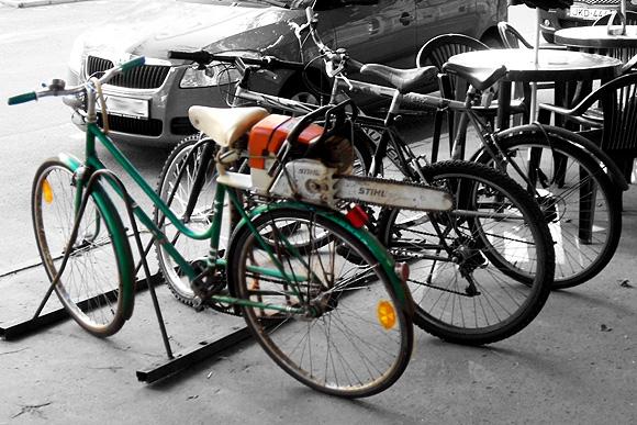 Láncfűrészes bicikli - James Bond kétkerekűje is lehetne