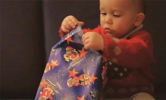 Egy tökéletesen elkapott jelenet a karácsonyból - kedvenc ünnepi videóm