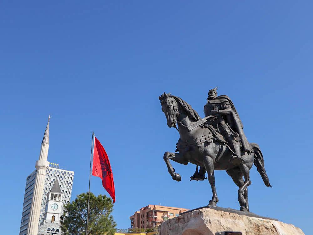 Szkanderbég szobra, Szkanderbég tér, Tirana