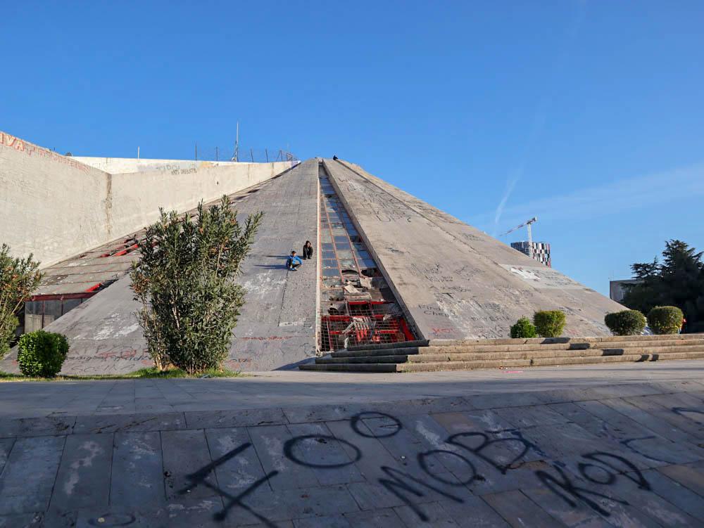 Enver Hoxha piramis, Tirana