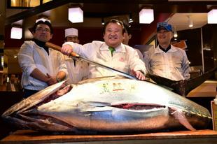 Trónfosztás a halpiacon