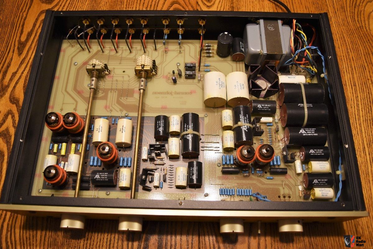 1571766-conrad-johnson-pv12-tube-stereo-preamp.jpg