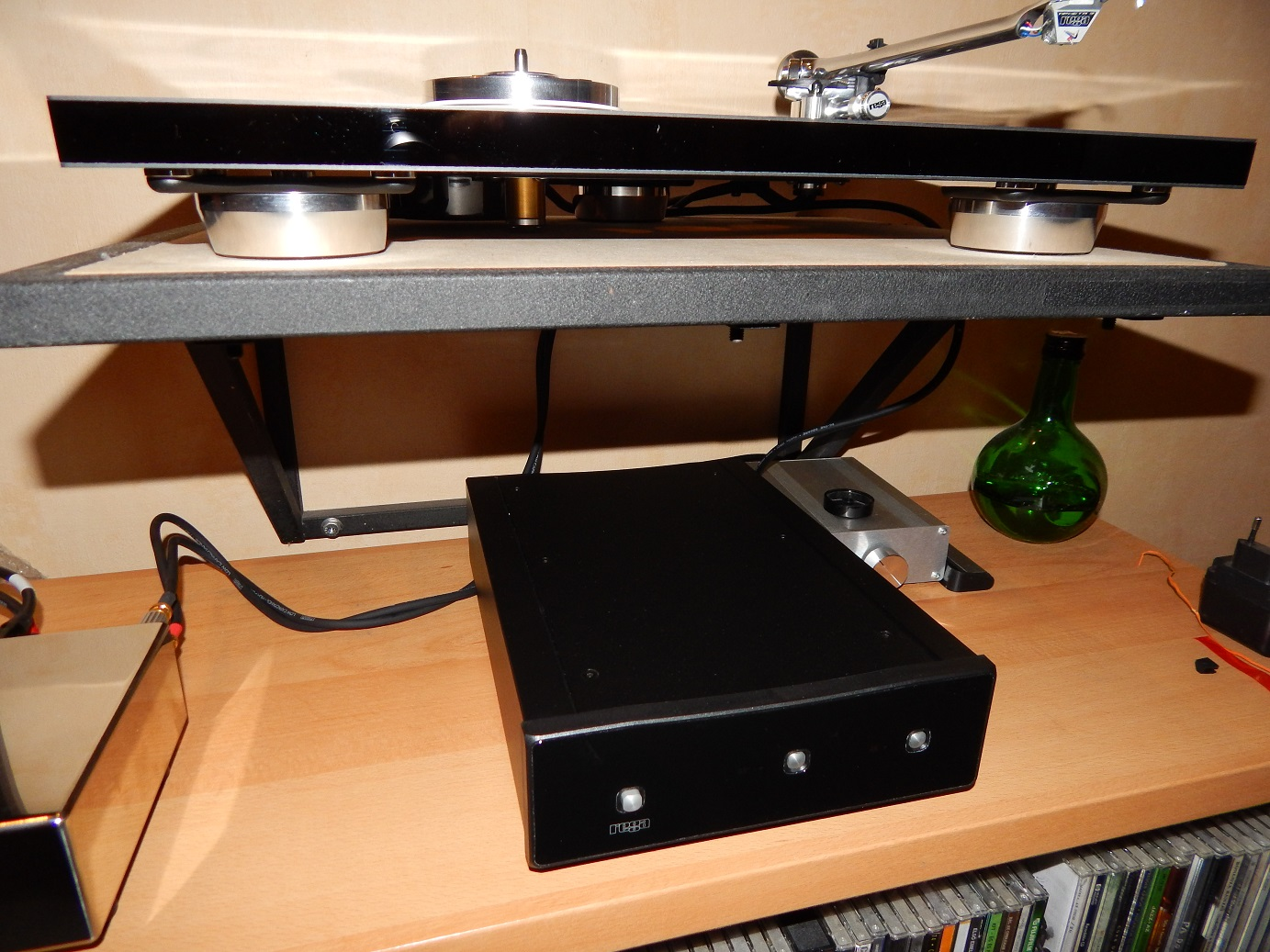 rega_rp-10_on_shelf.jpg