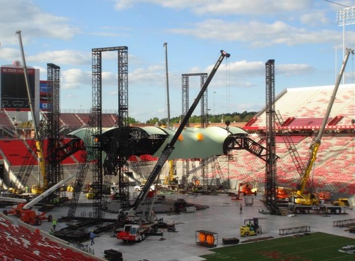 U2 cranes