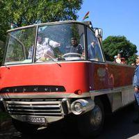 Gyermeknap buszokkal