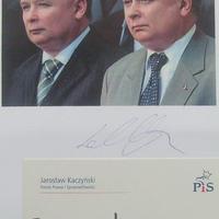 A Kaczynski-ikrek autogramja