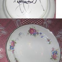Michael Jackson (1958-2009) autogramja egy tányér hátoldalán