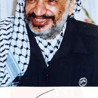 Jasszer Arafat (1929-2004) két autogramja