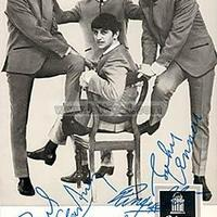Sajnos hamis a bemutatott Beatles autogramos fotó