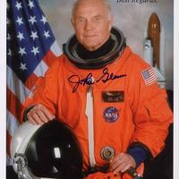 John Glenn amerikai űrhajós autogramja